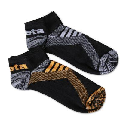 7431P Két pár sneaker zokni szellőző betétekkel Egy pár fekete/narancs és egy pár fekete/szürke színű zokni.